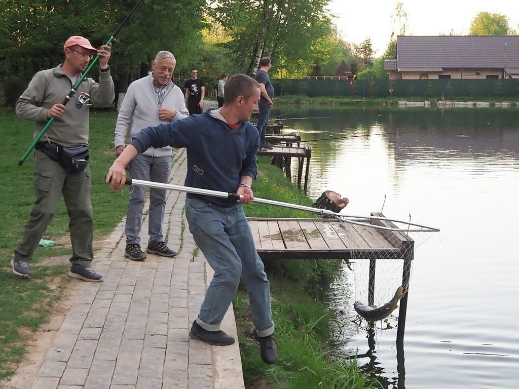 Зимняя рыбалка в Подмосковье: 10 рыболовных баз для новичков и любителей